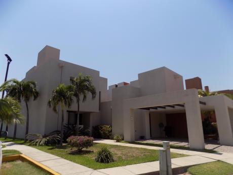 Casa En Alquiler Condominio La Hacienda II, 6to Anillo Av. Beni