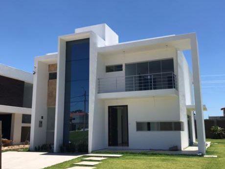 Urubo, En Venta Espectacular Casa A  Estrenar,  Condominio Santa Cruz La Vieja