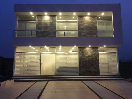 Casa En Venta En Condominio Valle Norte 2