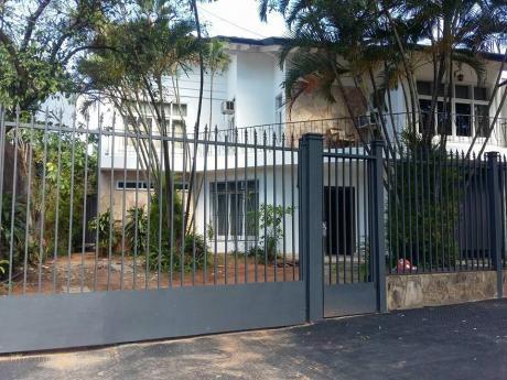 Vendo  Amplia Casa En Bo Seminario Sobre Asfaltado A Dos Cuadras De 25 De Mayo