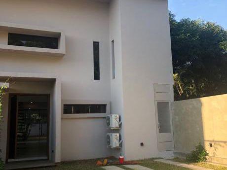 Casas Pareadas De 4 Dormitorios Con Piscina