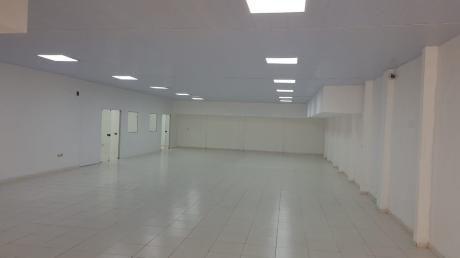 Alquilo Amplio Show-room Zona Carmelitas / San Martín