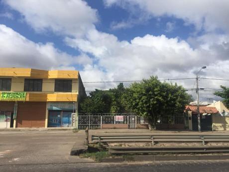 Oferto Casa Comercial Av. Pirai Entre 3er Y 4to Anillo