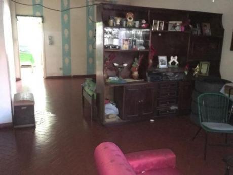 Vendo Casa Con Amplios Ambientes En Asunción
