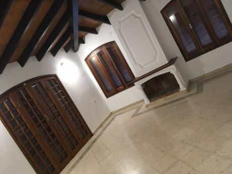 Oferta - Casa En Alquiler En Asunción - Los Laureles.