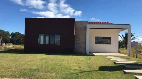Inmobiliaria Ofrece: En Alquiler Y/o Anticrético Casa En Condominio Zona Urubo