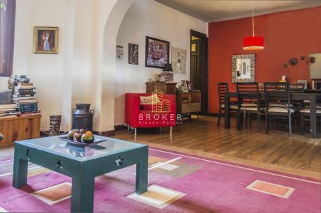 Apartamento De 3 Dormitorios + Servicio Y 2 Baños En El Centro.