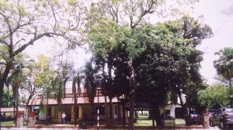 Tierra Inmobiliaria Vende- Imponente Casa Frente Al Lago Ypacarai!