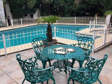 Magnífica Residencia En Parque De Solymar