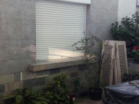 Apartamento Tipo Casa 3 Dormitorios Sobre La Av. Agraciada Y Asencio