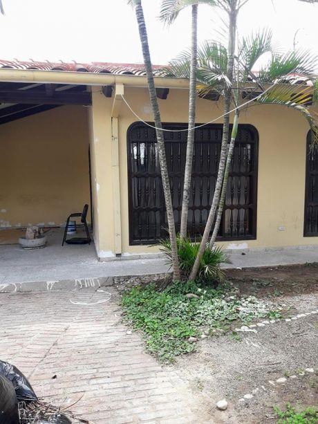 Casa En Zona Comercial En Venta