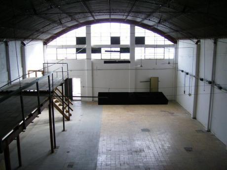 Prox.garibaldi Y Br. Artigas.showroom Y Deposito.