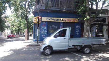 112627 - Casa De 3 Dormitorios Y Local Comercial  En Venta En Pocitos