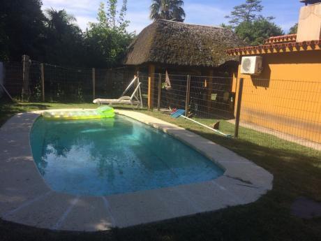 Residencia En Atlántida, Amplio Terreno, 2 Dorm.apartamento Con Baño, Piscina