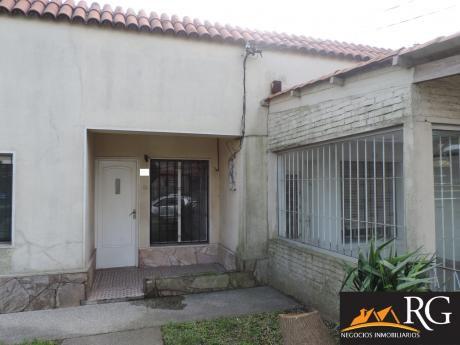 Casa Sólida Construcción 3 D. 3 Baños + Local Comercial