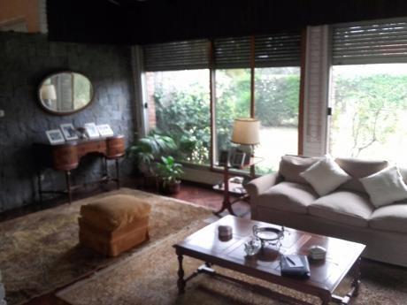 Excelente Casa En Carrasco Sur En Zona Exclusivamente Residencial