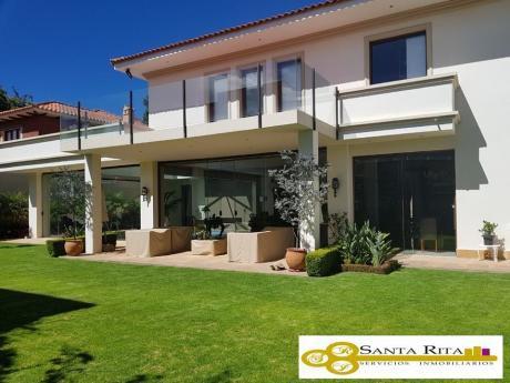 Hermosa Casa En Venta En Zona Residencial De Sucre (zona Condominio Bancario)!!!