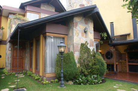 Av. Montenegro Hermosa Casa. C/anteproyecto  Edificio 8 Plantas Salida 2 Calles