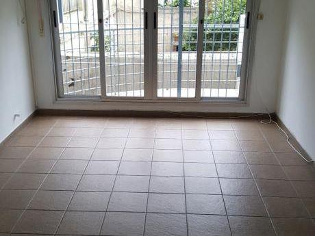 Alquiler Apartamento 2 Dormitorios 1 Baño Y Patio