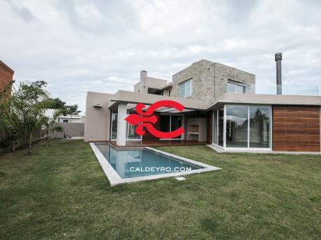 Casa En Parque Miramar Frente A Lagos Ref.: 3042