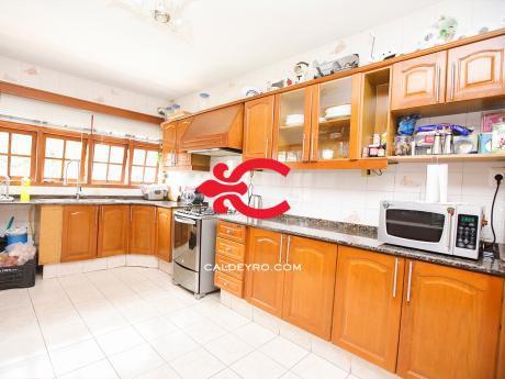 Casa En Carrasco Con Todas Las Comodidades. Ref: 5776