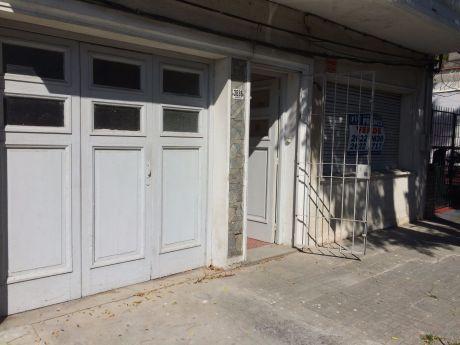 Venta Casa Buceo  1 Dormitorio, Patio Parrillero Y Garaje