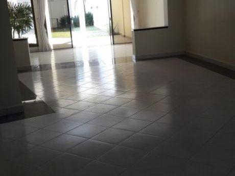 Alquilo Residencia 4 Dormitorios En Suite Y Piscina Z/mcal Estigarribia