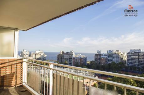 Vista Panorámica Parque Villa Biarritz Y Mar De Fondo