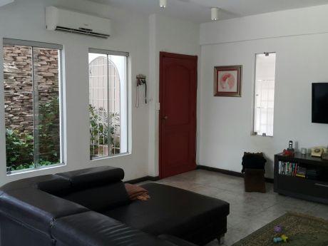 Dúplex En Venta - Barrio Mcal. Estigarribia - Asunción