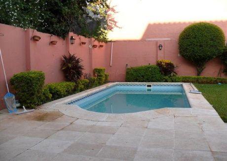 Vendo Casa Zona Mburucuya C/piscina!!!