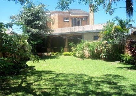 Elegante Residencia Zona Mcal Lopez Y San Martin