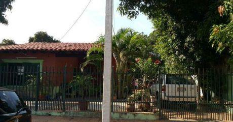 Casa En Barrio Mbachio Lambare, A 3 Cuadras De Avda Del Yacht Ref:aq100