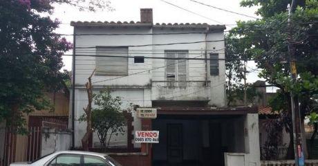 Casa  Sobre La Calle Montevideo
