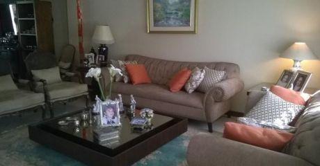 Fina Residencia De Cuatro Dormitorios En Suite En Barrio Mburucuya