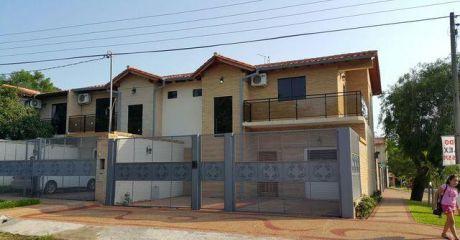 Hermoso Duplex En Esquina, En Lambare Proximo Al Yacht Y Golf Club - Lambare