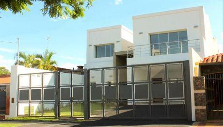 Vendo Residencia Zona Los Laureles/mcal Estigarribia A Estrenar