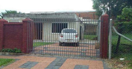 Lambare Zona Yacht Coqueta Casa A Terminar!!