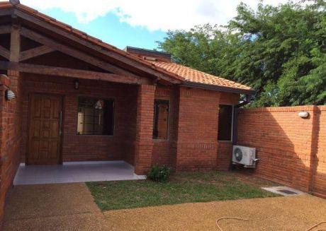 Hermoso Duplex De Una Planta Con Dos Dormitorios En Lambare Zona Yavcht!!