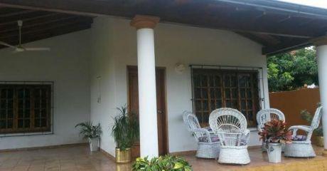 Vendo Hermosa Casa Quinta En Luque - Villa Policial A Pasos De La Comisaria Y A Dos Cuadras De La Escuela Policial