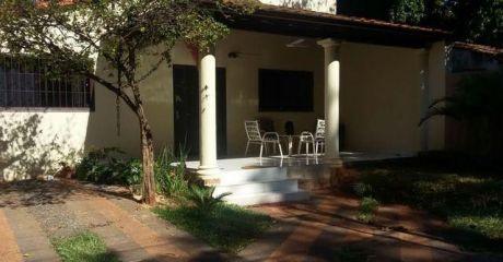 Vendo Hermosa Casa En San Lorenzo A Pasos De La Falcultad De Veterinarias, De Senacsa Y De Salenma, A Una Cuadra De La Ruta Mcal.