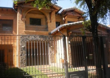 Residencia En Cul De Sac. B° El Mangal  Linda Residencia En El  Barrio El Mangal