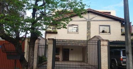 Vendo Duplex Con Piscina Y Garage X 3 Autos En Mburucuya