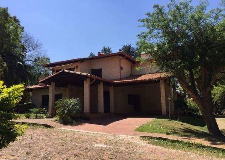 Espectacular Casa En Lambare En Barrio Cerrado Colinas Del Yacht Y Golf Club