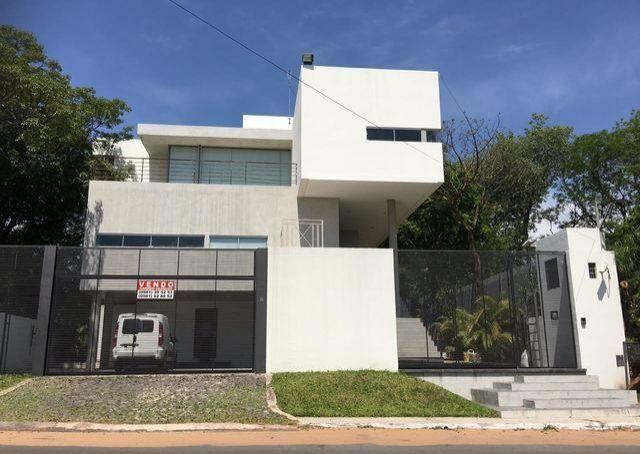 Espectacular casa minimalista a estrenar frente al campo for Casa minimalista uy
