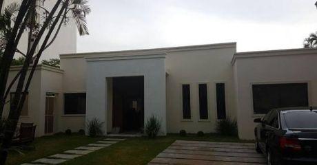 Hermosa Casa En Villa Morra