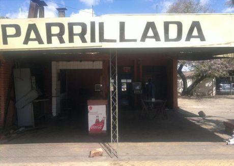 Barrio L Petit, Vivienda Con Salón De Parrillada Y Pollería!!!