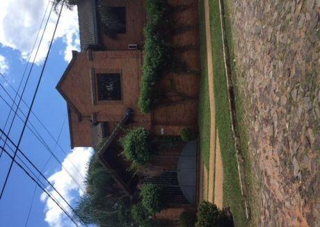 Alquilo Casa De 4 Habitaciones Zona Los Laureles