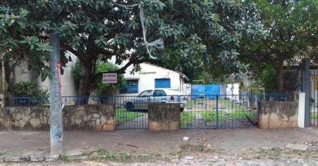 Terreno Con PequeÑo Chalet, PrÓximo A Colegio Campo Alto. B° Recoleta.-
