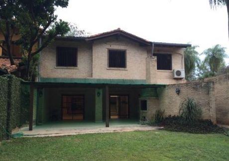 Alquilo Casa En Barrio Mburucuya Zona Univ. De Derecho (una)