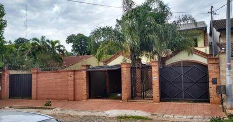 Coqueta Residencia Con Finas Terminaciones! Bo. Mcal Estigarribia!!